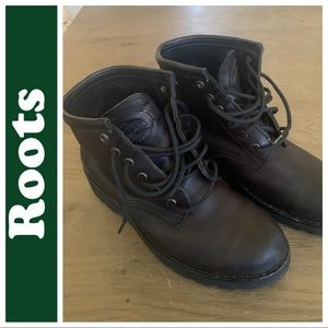 ROOTS Canada leather hiking combat ankle boots